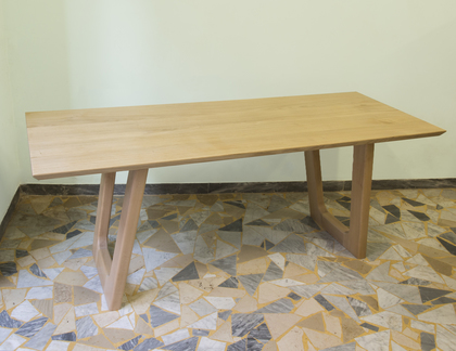 Modern style Dining Table in Chestnut solid wood